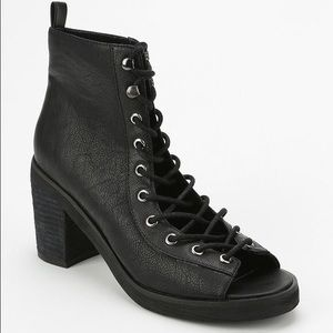 Urban outfitters deena and ozzy black lace up shoe